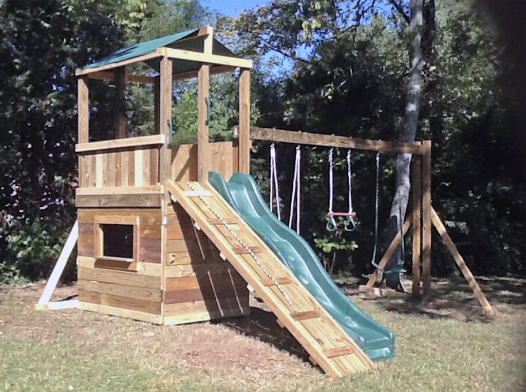 $2200 4x6 lions den ramp, hops up, with rope swing,trapeze,childseat.